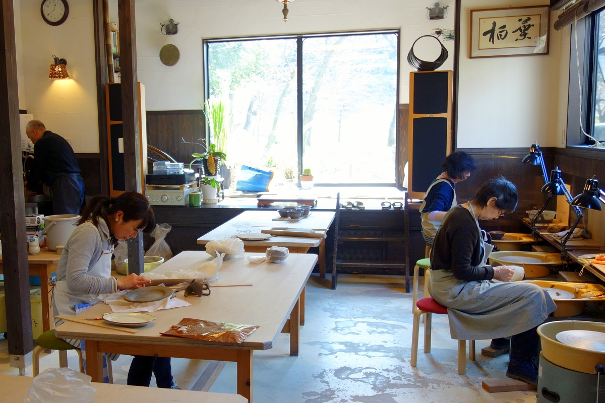 陶芸家・勝田友康さんの陶房「柏葉窯」の陶芸教室